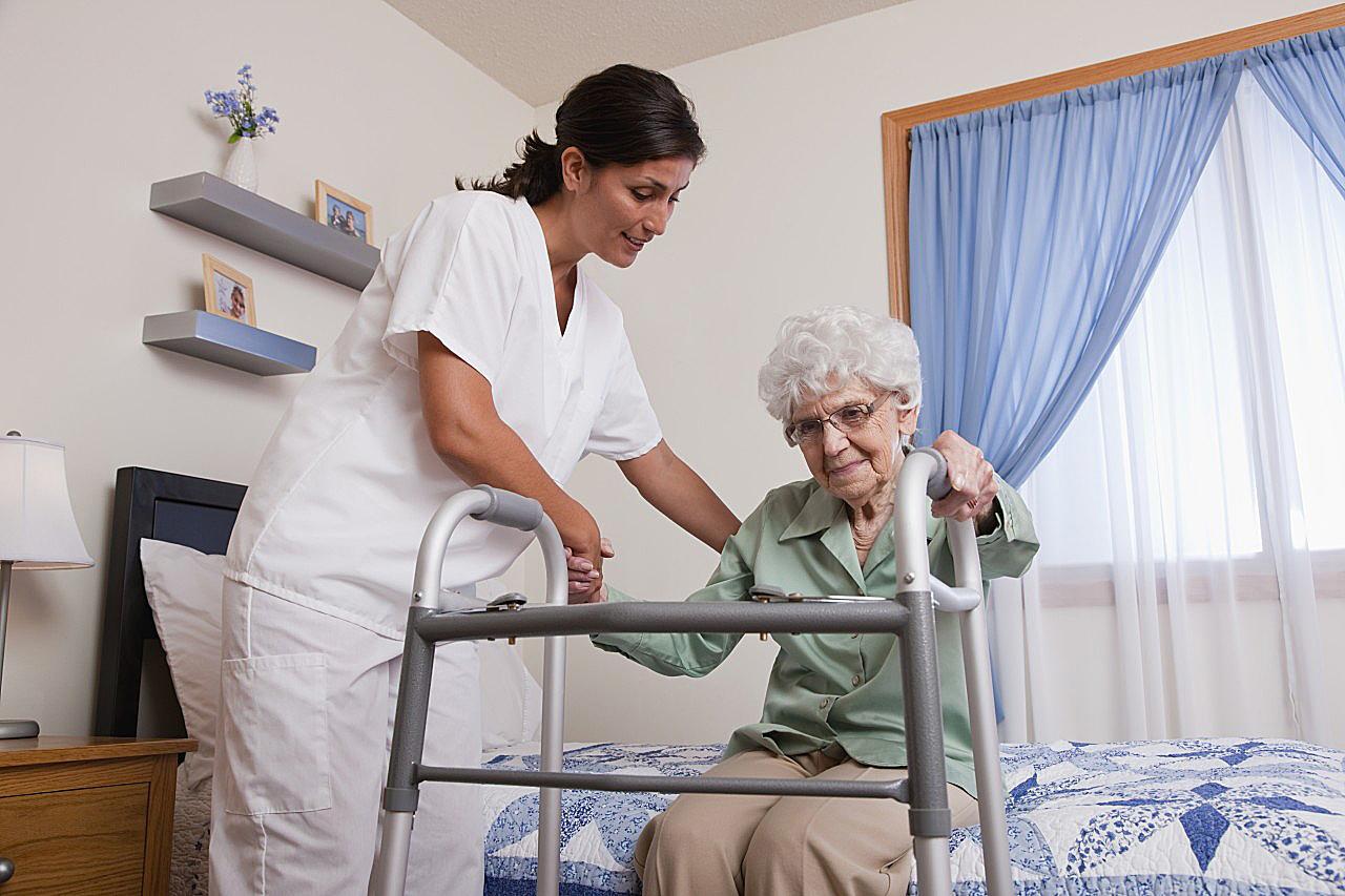 Когда необходим пансионат для престарелых и лежачих больных