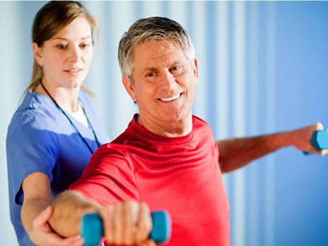 Реабилитация пожилых людей после болезней и переломов